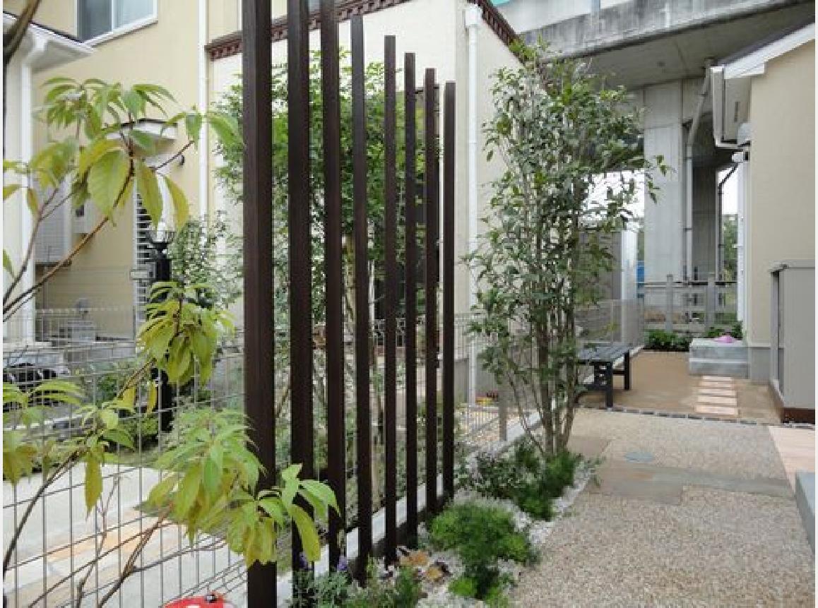 縦桟の木製フェンス